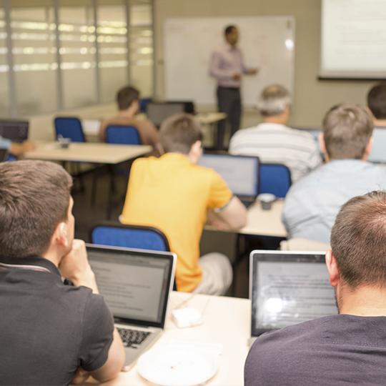 Fundación de los cursos de informática